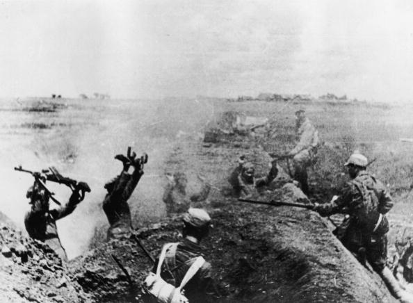 Surrendering「Chinese Communist Troops Take Prisoners」:写真・画像(6)[壁紙.com]