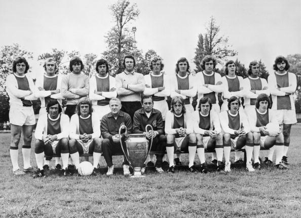 Club Soccer「Ajax With Cup」:写真・画像(19)[壁紙.com]