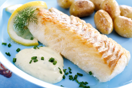 Cod「Codfish and remolade with roast potatoes, close-up」:スマホ壁紙(9)