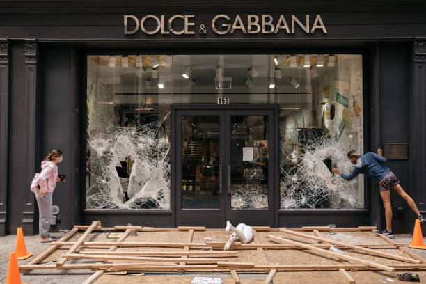 U.S. Cities Clean Up Damage As Riots Continue Across The Country:ニュース(壁紙.com)