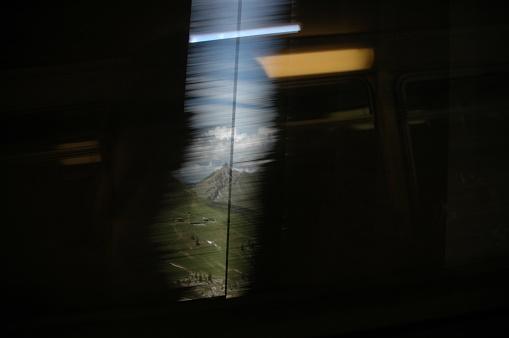 鉄道・列車「Series of images taken through a train window in Switzerland」:スマホ壁紙(14)