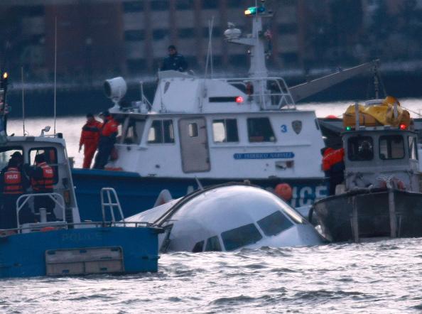 飛行機「US Airways Passenger Jet Crashes Into Hudson River By NYC」:写真・画像(18)[壁紙.com]