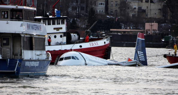 飛行機「US Airways Passenger Jet Crashes Into Hudson River By NYC」:写真・画像(0)[壁紙.com]