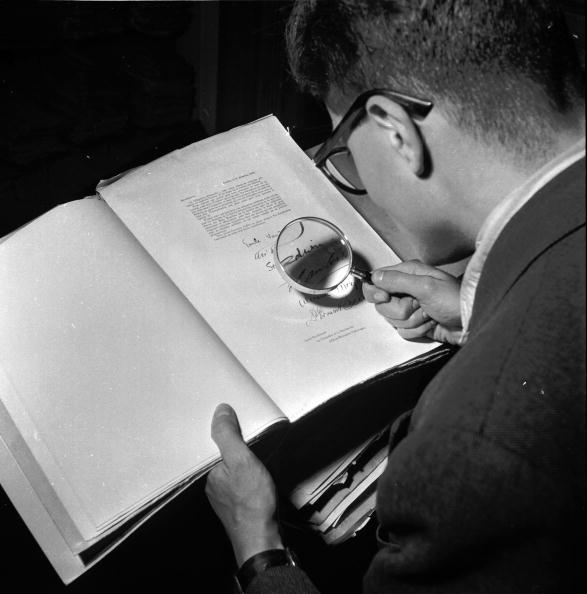 スクエア「Hitler's Documents」:写真・画像(3)[壁紙.com]