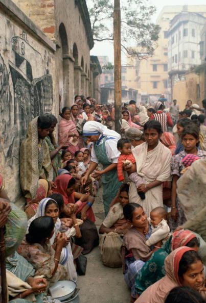 A Helping Hand「Mother Teresa's Mission, Calcutta」:写真・画像(4)[壁紙.com]