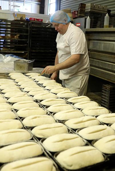 Loaf of Bread「UK In Sixth Week Of Coronavirus Lockdown」:写真・画像(9)[壁紙.com]
