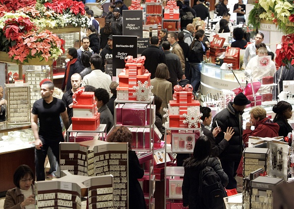 Christmas「Last-Minute Shoppers Hunt For Christmas Gifts」:写真・画像(11)[壁紙.com]