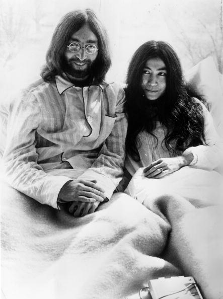 Couple - Relationship「Beatle In Bed」:写真・画像(2)[壁紙.com]