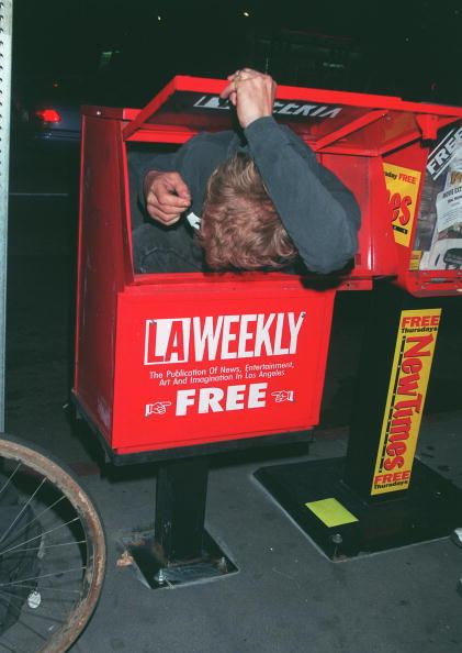 David Keeler「A random man squeezes into a newspaper vending machine...」:写真・画像(16)[壁紙.com]