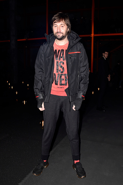 Round Neckline「Prada -Arrivals and Front Row: Milan Fashion Week Fall/Winter 2019/20」:写真・画像(13)[壁紙.com]