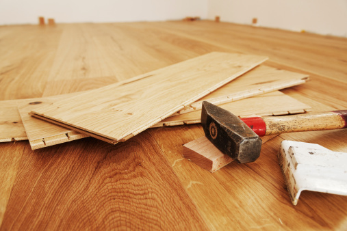 DIY「Laying finished parquet flooring, close-up」:スマホ壁紙(15)