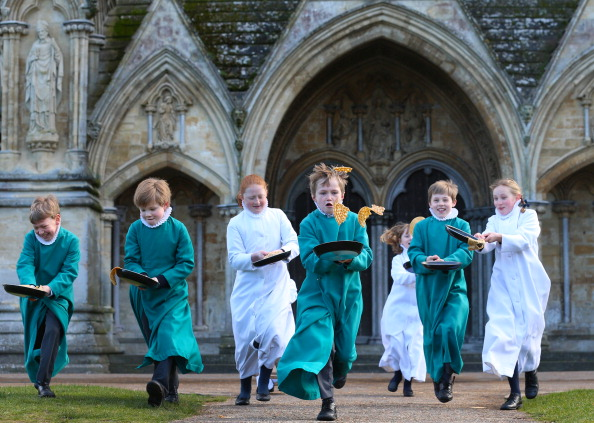 Tradition「Choristers At Salisbury Cathedral Mark Shrove Tuesday」:写真・画像(2)[壁紙.com]