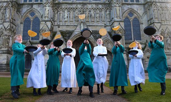 Pancake「Choristers At Salisbury Cathedral Mark Shrove Tuesday」:写真・画像(19)[壁紙.com]