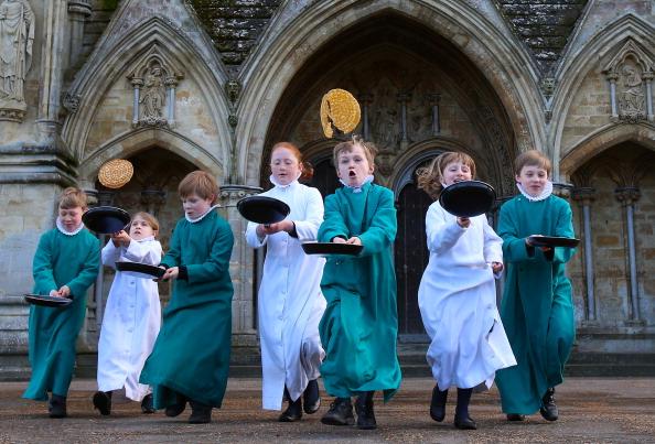 Pancake「Choristers At Salisbury Cathedral Mark Shrove Tuesday」:写真・画像(18)[壁紙.com]