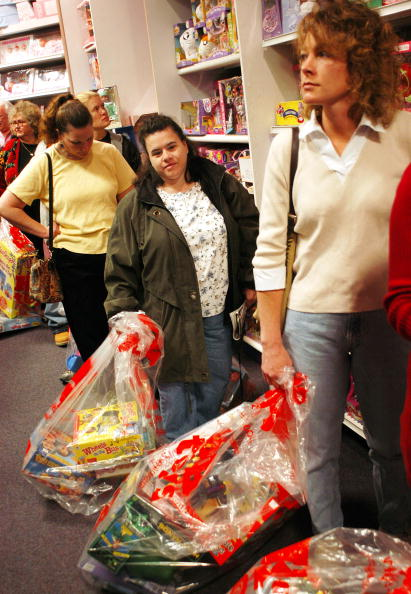 Paying「The Start of the Christmas Shopping Season in Pennsylvania」:写真・画像(19)[壁紙.com]