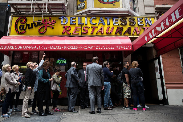 Table「New York's Famed Carnegie Deli Set To Close At End Of The Year」:写真・画像(0)[壁紙.com]