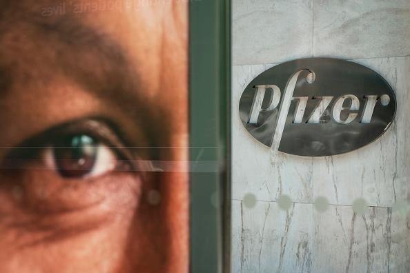 Drew Angerer「Pfizer Set To Merge Generic Drug Business With Mylan」:写真・画像(2)[壁紙.com]