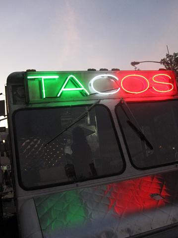 Taco「Dusk View of Taco Truck, NYC」:スマホ壁紙(17)