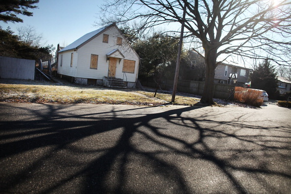 Boarded Up「New York State Deploys Mobile Command Foreclosure Aid Center To Areas Hard Hit By Housing Crisis」:写真・画像(9)[壁紙.com]