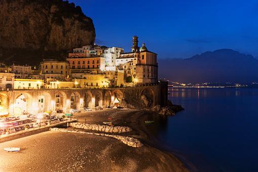 アマルフィ海岸「Italy, Campania, Atrani, Townscape at dusk」:スマホ壁紙(14)