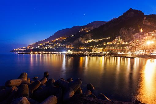 アマルフィ海岸「Italy, Campania, Amalfi, Illuminated town on coastline」:スマホ壁紙(13)