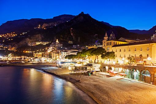 アマルフィ海岸「Italy, Campania, Amalfi, Coastal town at night」:スマホ壁紙(11)