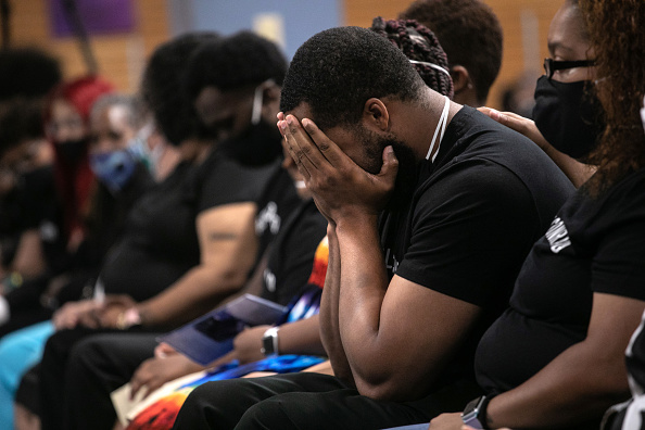 Mourning「COVID-19 Pandemic Continues To Disproportionally Affect African American Community」:写真・画像(3)[壁紙.com]