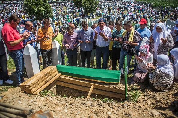 Volunteer「20 Years Since The Srebrenica Massacre More Victims Buried」:写真・画像(7)[壁紙.com]