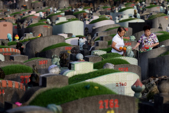 Money to Burn「Chinese Community Observes Tomb Sweeping Day」:写真・画像(12)[壁紙.com]