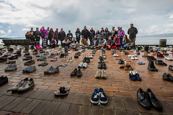 Suicide「Hundreds Of Shoes Placed On Rotorua Foreshore To Remember Those Lost To Suicide」:写真・画像(13)[壁紙.com]