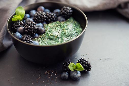 Oats - Food「Healthy organic spirulina porridge topped with berries」:スマホ壁紙(0)
