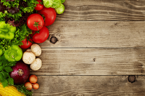 Wood Grain「Healthy Organic Vegetables on a Wooden Background」:スマホ壁紙(6)
