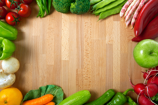 Broccoli「Healthy Organic Vegetables on a Wooden Background」:スマホ壁紙(19)