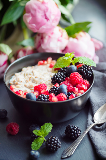Dietary Fiber「Healthy organic porridge topped with berries」:スマホ壁紙(15)