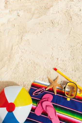 ビーチ「ビーチ用品や必需品、バケーション、コピースペース付き」:スマホ壁紙(10)