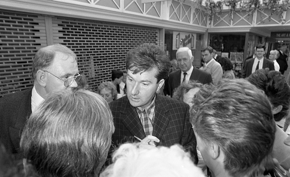 County Donegal「Daniel O'Donnell Opens the Donegal Shop in St Stephen's Green Shopping Centre 1996」:写真・画像(17)[壁紙.com]