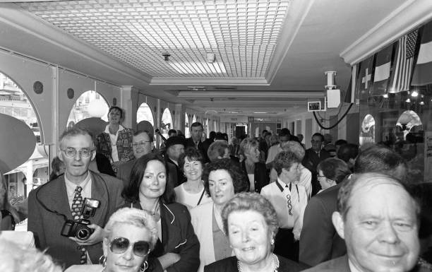 Daniel O'Donnell Opens the Donegal Shop in St Stephen's Green Shopping Centre 1996:ニュース(壁紙.com)