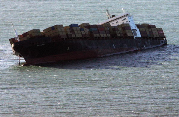 Container Ship「Beached Cargo Ship Raises Pollution Fears Off The Devon Coast」:写真・画像(12)[壁紙.com]
