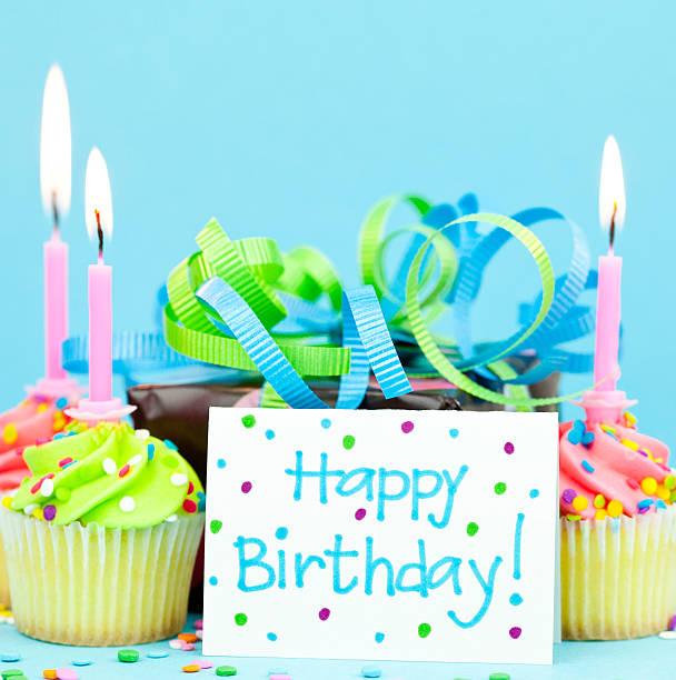 Birthday Gift and Cupcakes:スマホ壁紙(壁紙.com)