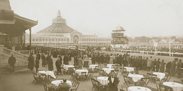 Architectural Feature「Start of automobile racing in the Viennese Krieau...」:写真・画像(9)[壁紙.com]