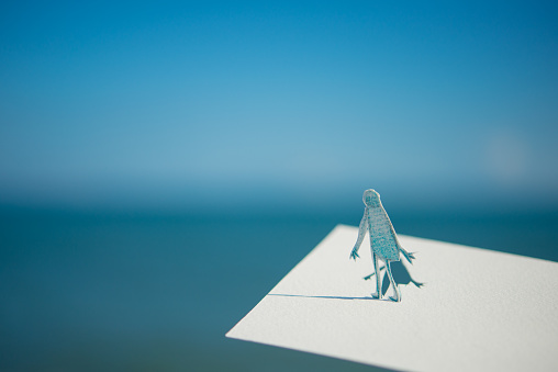 Paper Craft「Lonely and blue sky」:スマホ壁紙(3)