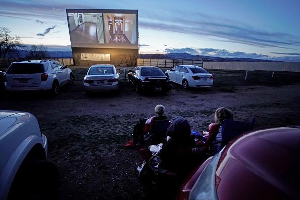 Movie「Utah Drive In Movie Theater Enjoys Resurgence As People Avoid Gathering In Indoor Movie Theaters Due To Coronavirus」:写真・画像(11)[壁紙.com]