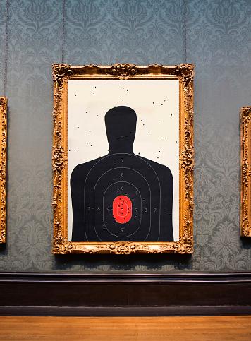 Sports Target「Framed photograph hanging on wall.」:スマホ壁紙(6)