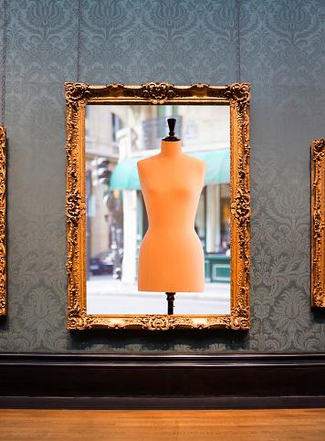 Fashion Model「Framed photograph hanging on wall.」:スマホ壁紙(2)