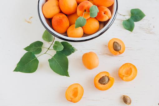 杏「Apricots in bowl」:スマホ壁紙(0)