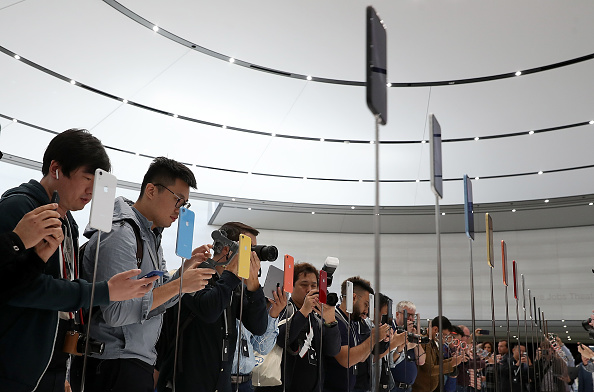 iPhone「Apple Debuts Latest Products」:写真・画像(16)[壁紙.com]