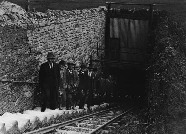 People In A Row「Corsham Quarry」:写真・画像(19)[壁紙.com]