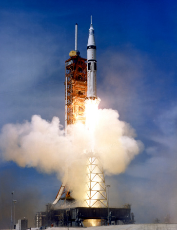打ち上げロケット「Liftoff of the Saturn IB launch vehicle.」:スマホ壁紙(19)