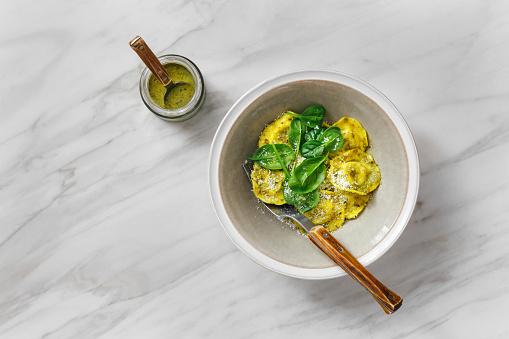Tortellini「Spinach and ricotta ravioli with basil pesto」:スマホ壁紙(6)