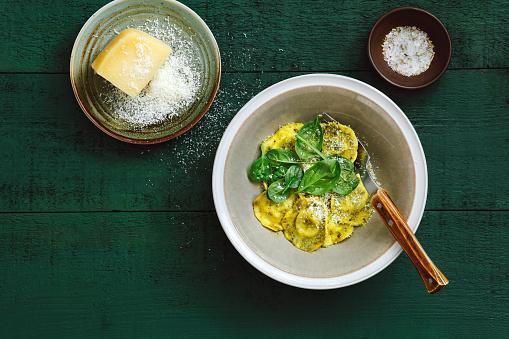 Tortellini「Spinach and ricotta ravioli with basil pesto」:スマホ壁紙(14)
